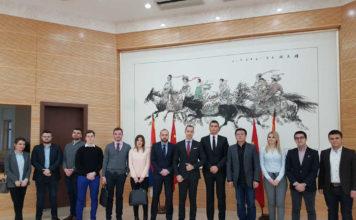 Članovi Centra u ambasadi NR Kine