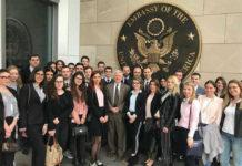 Članovi Centra sa ambasadorom SAD Kajlom Skatom
