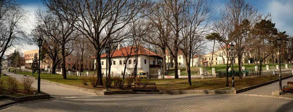 Milošev venac - Amidžin konak u sredini, levo je bio Milošev konak, a desno Šareni (prema sačuvanim podacima)