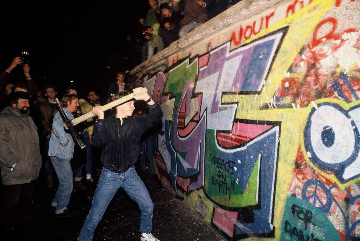 Rušenje Berlinskog zida, simbola socijalističkog lagera