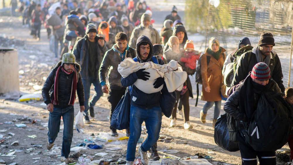 Kolone migranata na putu ka utočištu u Evropi