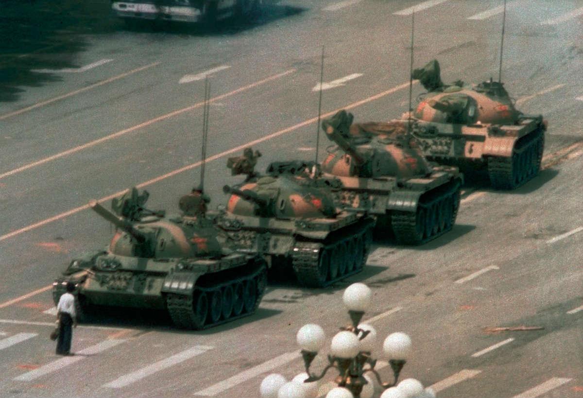 """Čovek tenk"" ostao je zabeležen kao simbol protesta na Tjenanmenu, 05. jun 1989. godine"