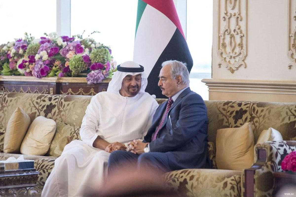Prestolonaslednik UAE Muhamed bin Zajed al Nahjan na sastanku sa Kalifom Haftarom