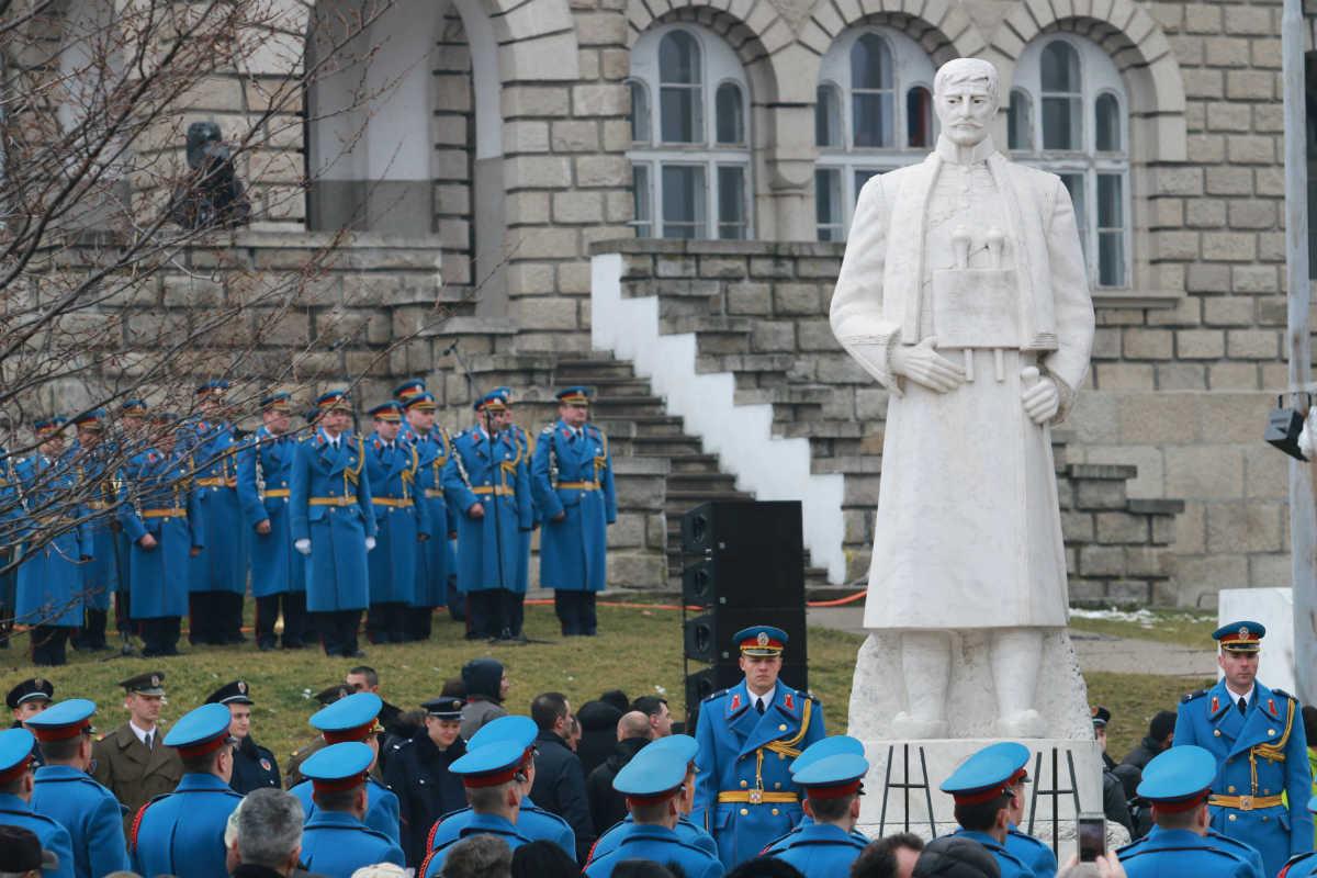 Obeležavanje Sretenja – Dana državnosti u Orašcu ispred spomenika Karađorđu, vođi Prvog srpskog ustanka