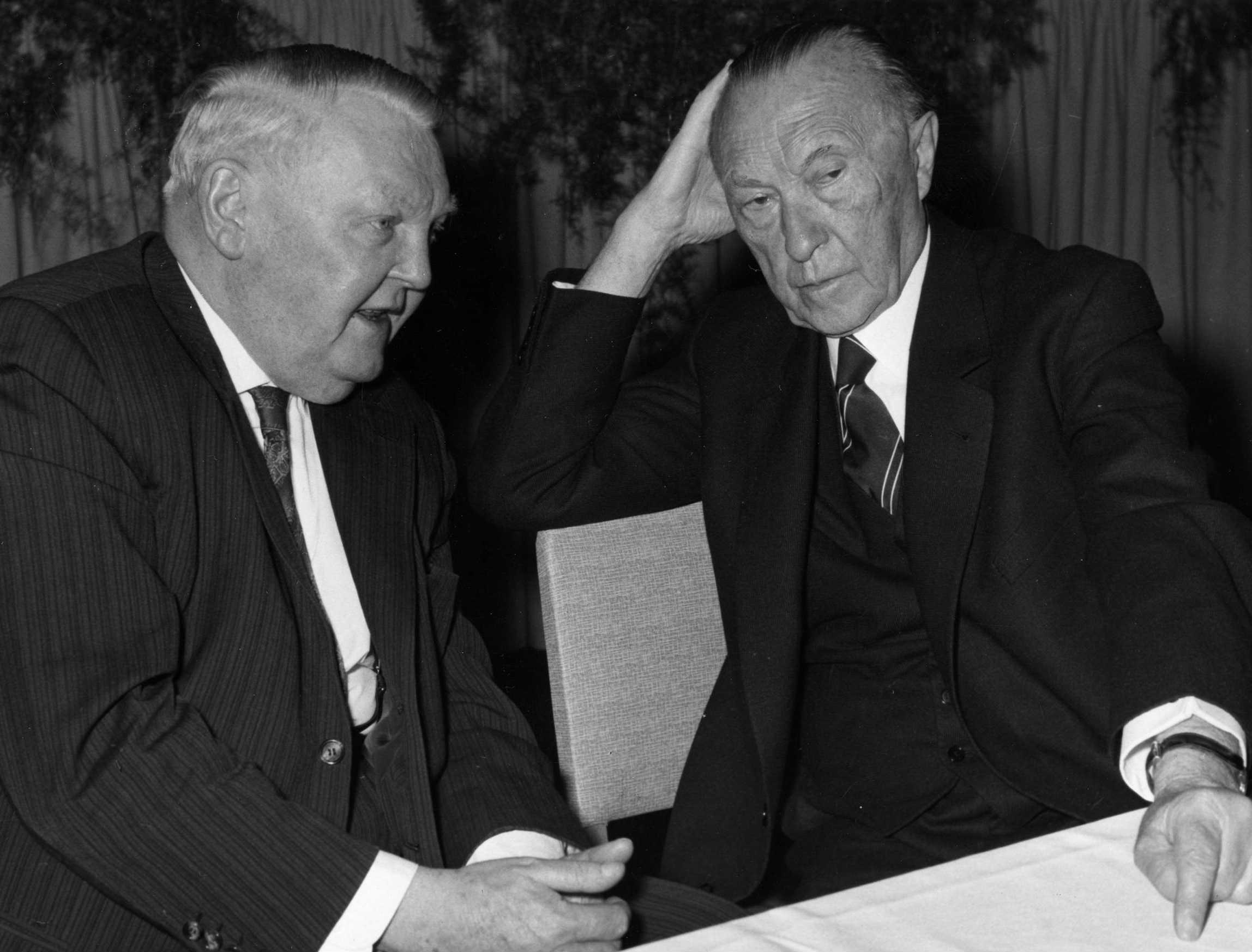 Konrad Adenauer i Ludvig Erhard, april 1961. godine (Foto: KAS-ACDP/Peter Bouserath)