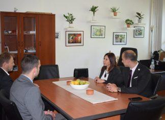 Američki koledž postigao saradnju sa FPN. Na slici: Darko Nadić, profesor na FPN, Đorđe Terek i Aleksandar Klarić ispred Centra, kao i profesorka Maria Kiriakidu.