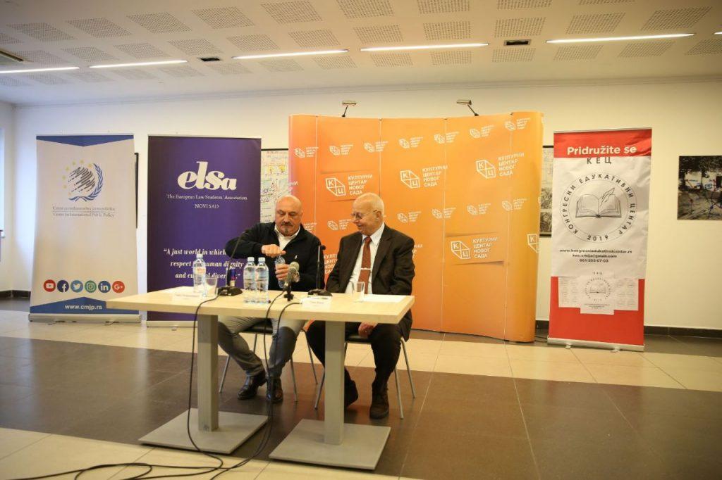 Advokati Toma FIla i Goran Petronijević tokom predavanja, Novi Sad, 10. mart 2020. (Foto: kcns.org.rs)