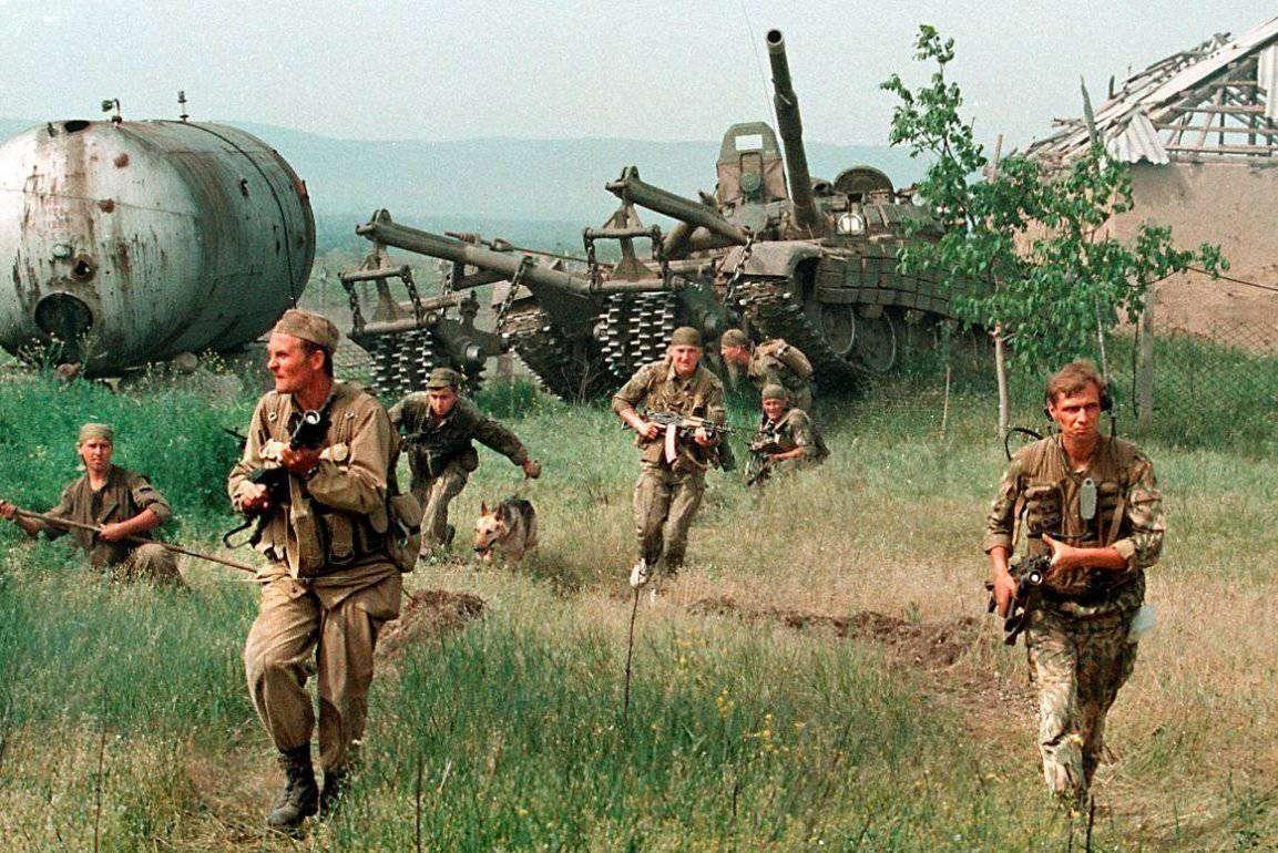 Pripadnici ruskih oružanih snaga u borbi protiv čečenskih terorista (Foto: Alexander Nemenov)