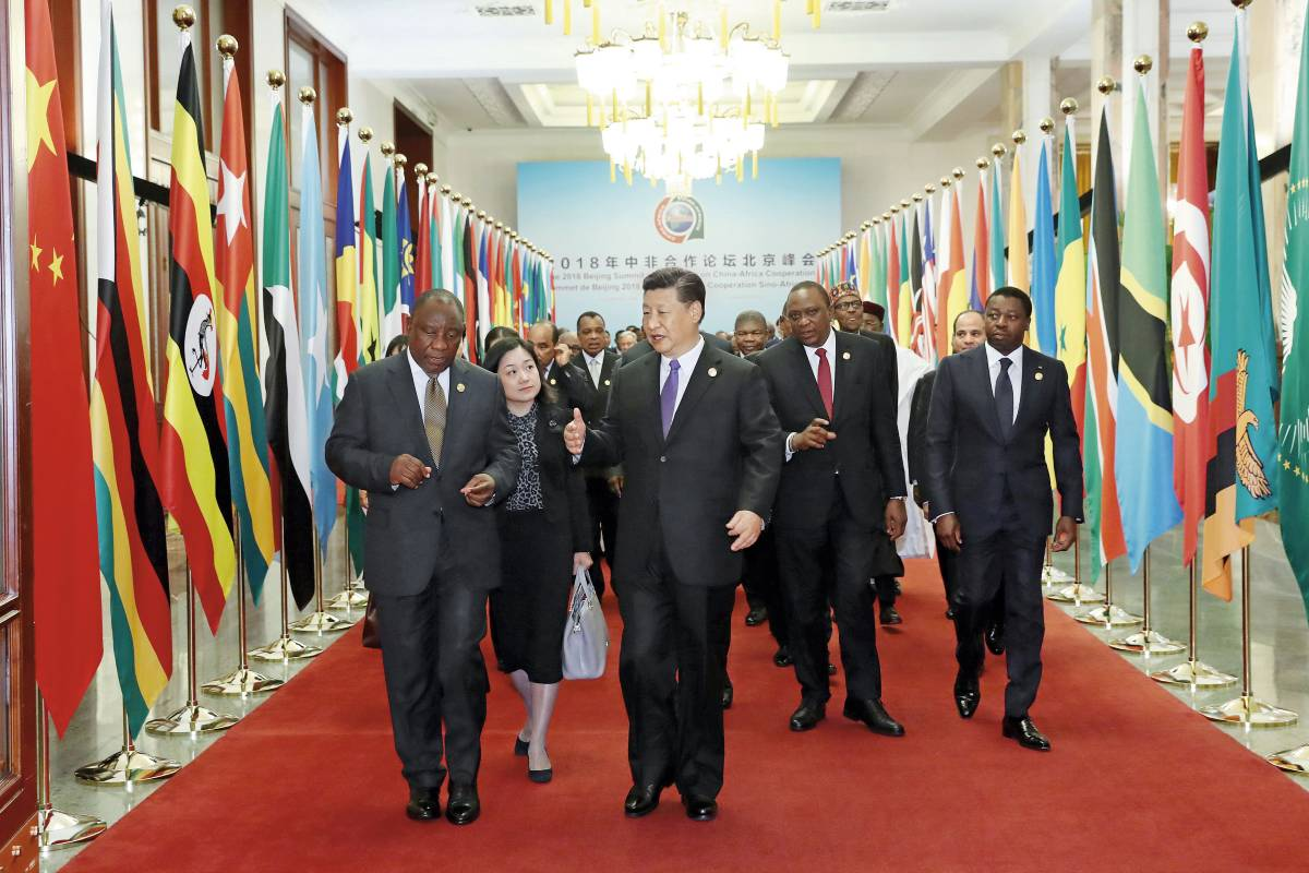 Kineski predsednik Si Đinping u razgovoru sa afričkim liderima tokom ceremonije otvaranja samita Foruma kinesko-afričke saradnje u Velikoj sali naroda, Peking, 03. septembar 2018. (Foto: Xinhua/Pang Xinglei)